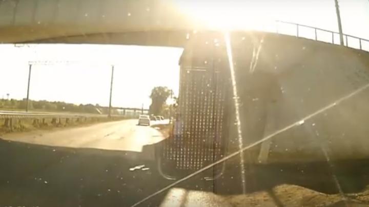 На Рабочих девятилетний мальчик побежал через дорогу в неположенном месте и отлетел от машины