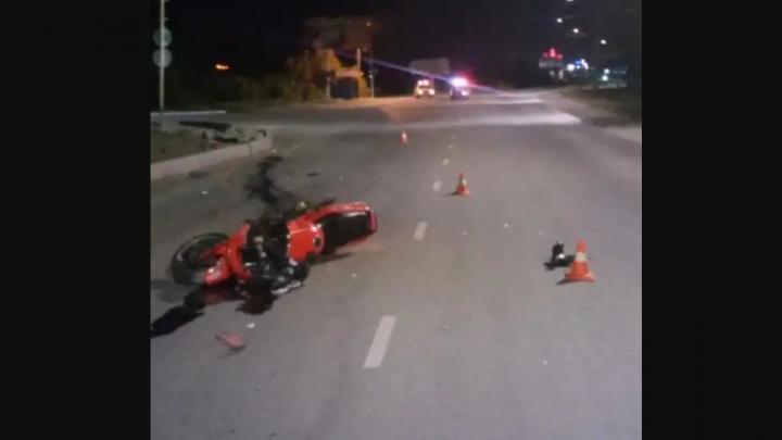 «Увезли в тяжёлом состоянии»: мотоциклист попал в ДТП ночью на трассе в Челябинской области
