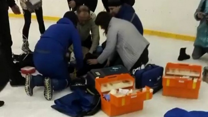 В Ростове пожилой мужчина скончался на ледовом катке