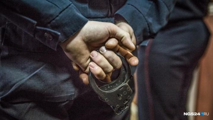 «Угрожал бритвой и изнасиловал»: женщина рассказала подробности жизни с мужем-коллектором