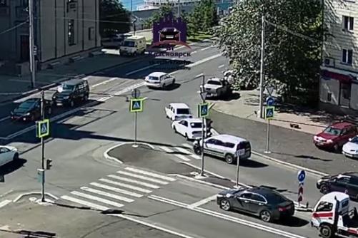 Авария произошла напротив здания речного вокзала