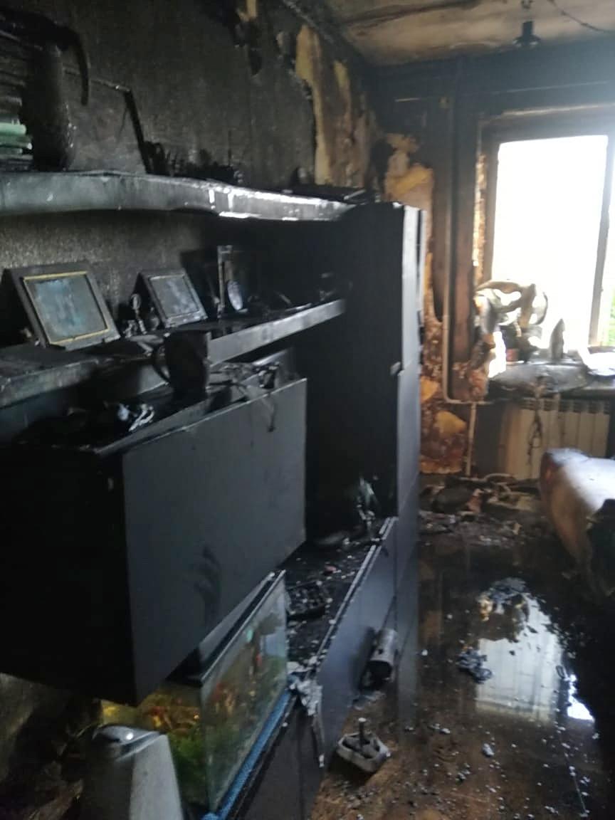 В Нижнем Тагиле мужчина вытащил из горящей квартиры мальчика, который был дома один
