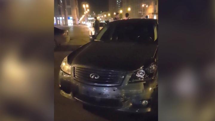 Подробности аварии «Инфинити» и машины ДПС: автоинспекторы ехали успокаивать дрифтеров