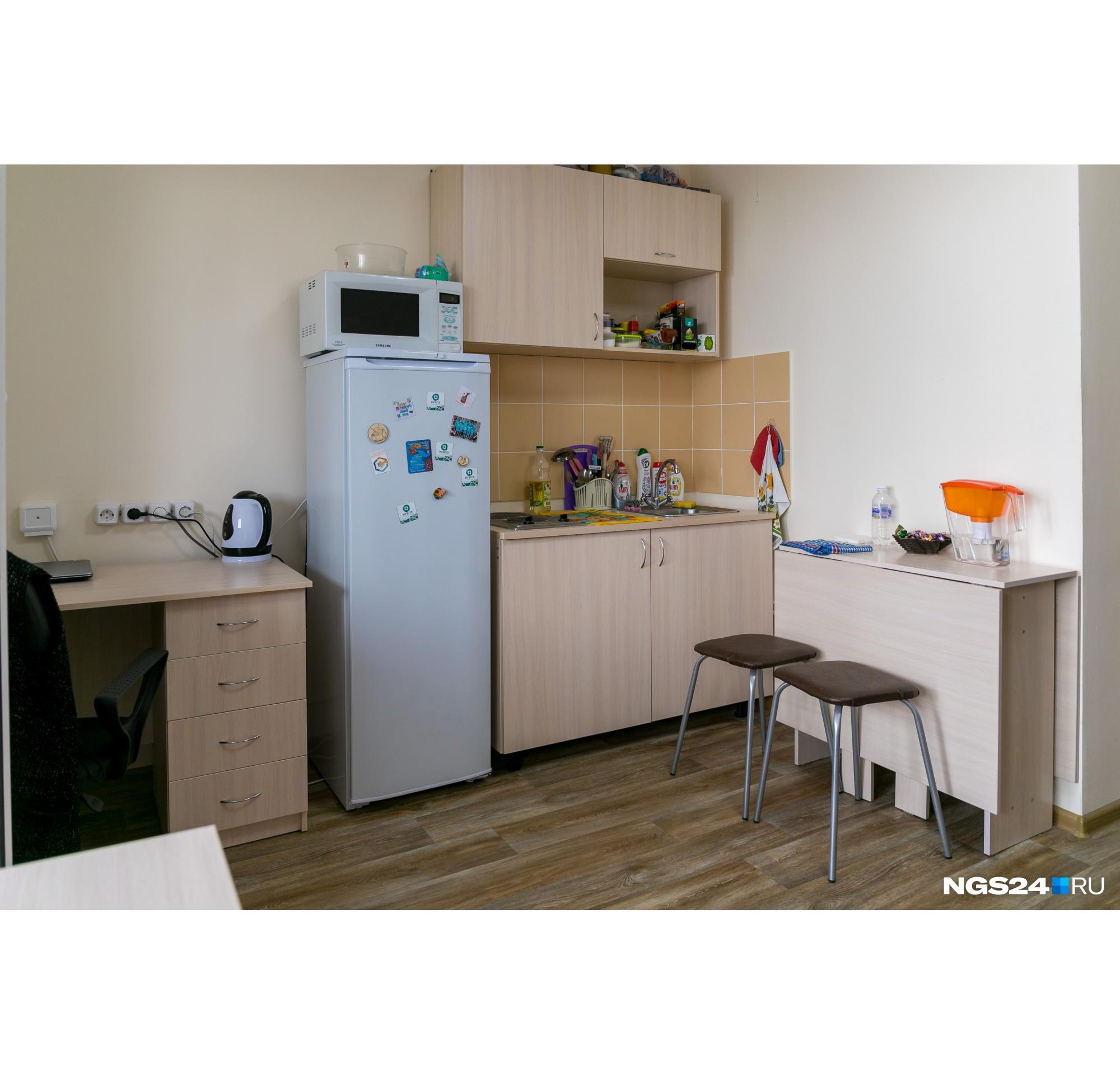 Студенты живут в студиях — кухня расположена в той же комнате, что и спальня