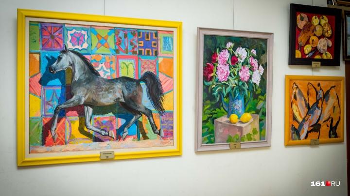 Степь, лошади и храмы: ростовская художница показала донской колорит
