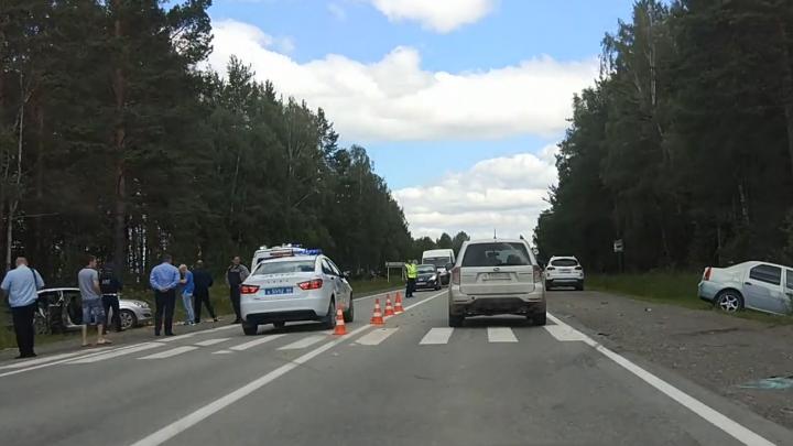 В столкновении двух иномарок на Полевском тракте погиб ребёнок