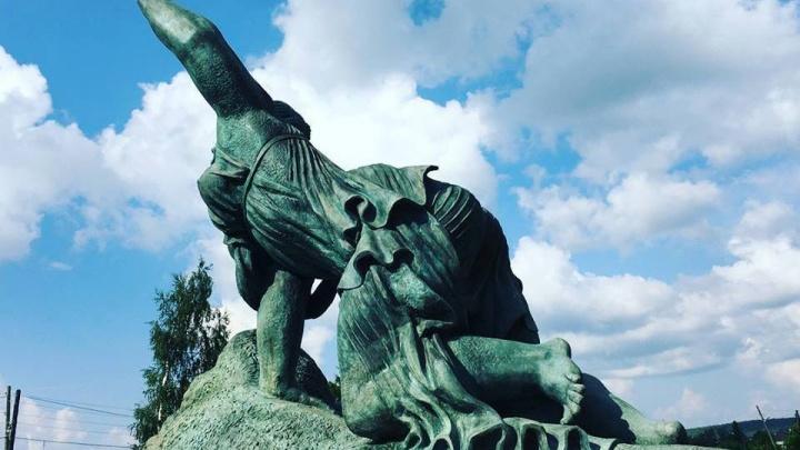 В сквере за Оперным установят огромный монумент «Похищение Европы» с голой грудью