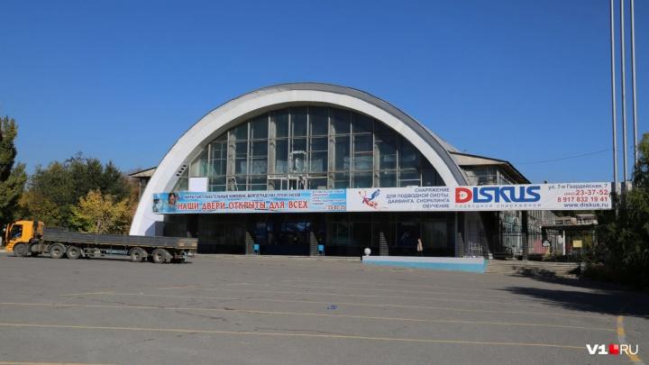 «Обещают открыть в декабре»: в Волгограде проверят прочность закрытого на ремонт бассейна «Спартак»