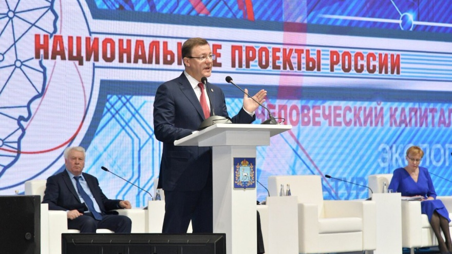 «Жду решений!»: Азаров предложил провести опрос населения о начислении платы за вывоз мусора