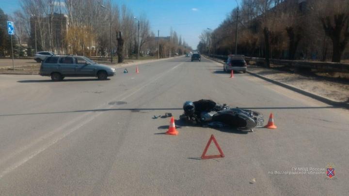 Двое за один день: в Волгограде и Волжском открылся сезон «байкерских» ДТП