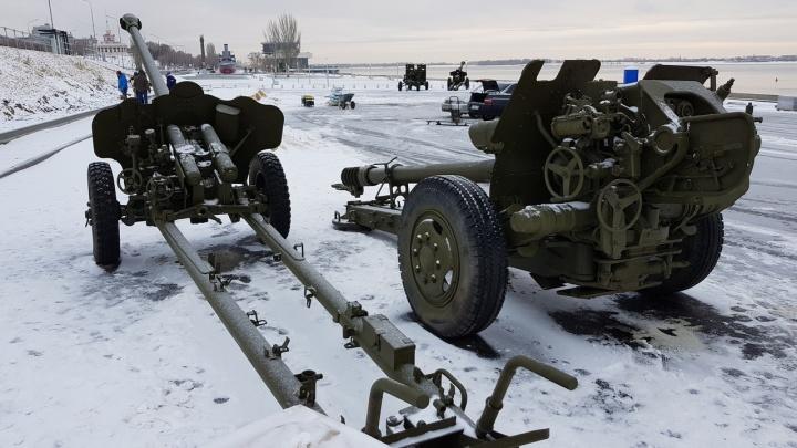 «Рапира» и 80-летняя гаубица:в Волгограде у «Гасителя» выставили артиллерийские орудия
