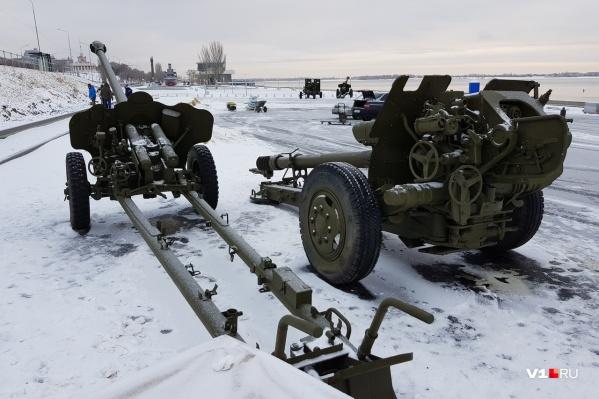 К четырём орудиям вскоре присоединятся танк, самоходка, миномёт и бронетранспортер