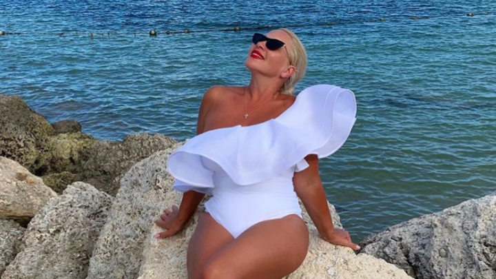 Екатерина Одинцова порадовала подписчиков новыми горячими фото с пляжа и намекнула, что свободна