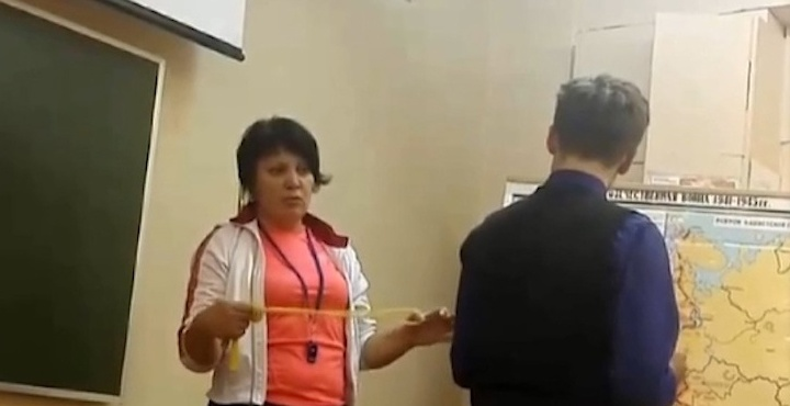 «Она вечно страдает»: северодвинские школьники сняли на видео, как учитель наказывает их скакалкой