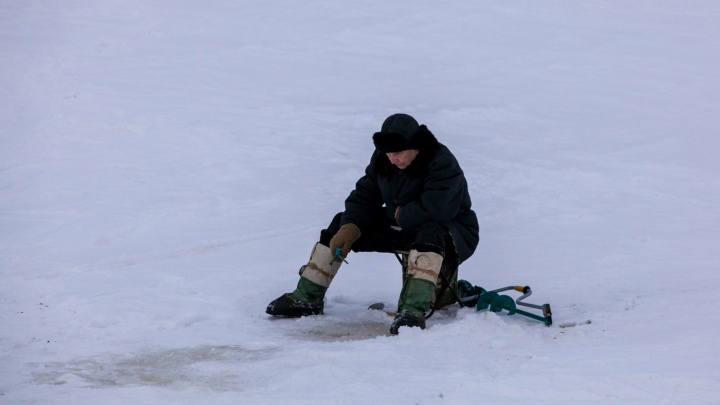 Лед тонкий: спасатели и полиция будут патрулировать излюбленные жителями Поморья места для рыбалки