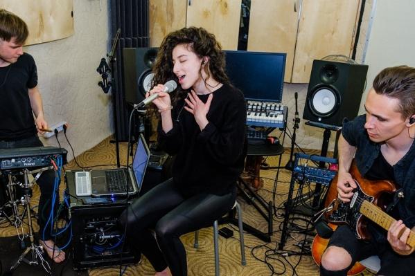 Sky Truffles в пермской студии на репетиции