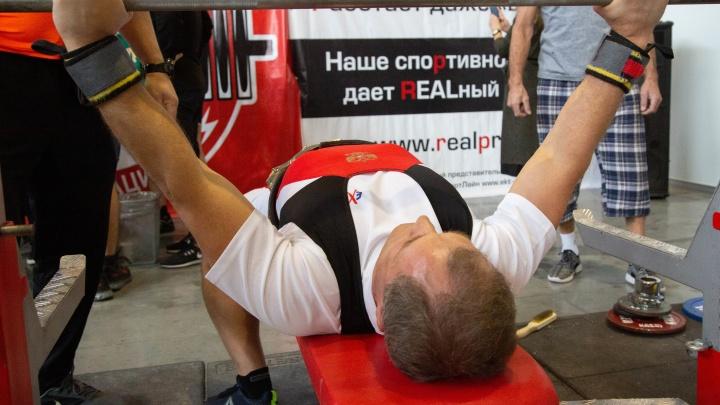 Вот это мощь! Спикер гордумы стал шестикратным чемпионом по жиму штанги лежа, подняв 135 кг