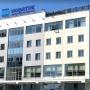 В Тюмени спасатель и психолог уговаривали мужчину спуститься вниз с высоты пятого этажа