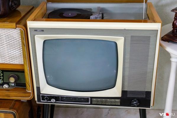 Для жалоб на неработающий телевизор есть телефоны горячей линии