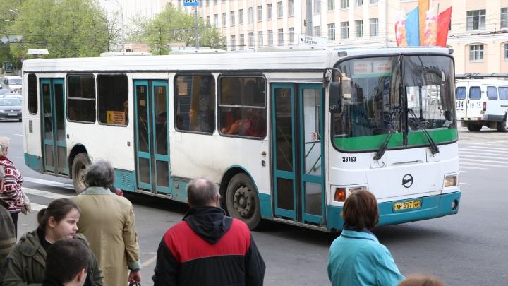 Поедем по-новому: автобусы и троллейбусы изменят маршруты из-за репетиции парада