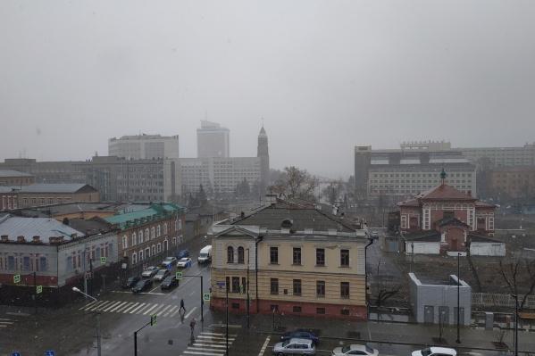 Город заваливает снегом