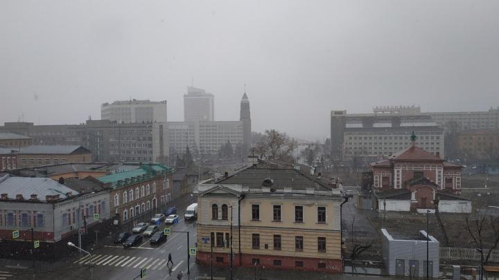 Красноярск накрыло снегопадом. По городу начинают образовываться пробки