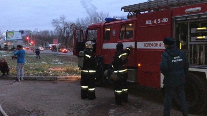 В жилом доме в Уфе загорелась сауна: эвакуировали семь человек