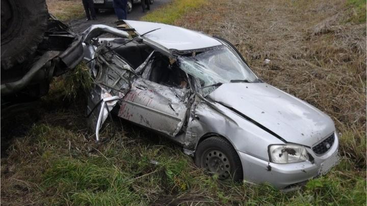 В Зауралье легковушка врезалась в ЗИЛ. Два человека погибли