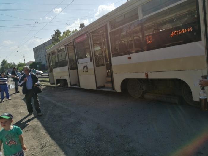Трамвай ехал по улице Гурьевской