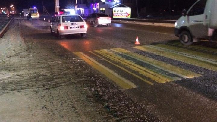 Пострадавший впал в кому: на Челябинском тракте Lada Priora сбила пешехода