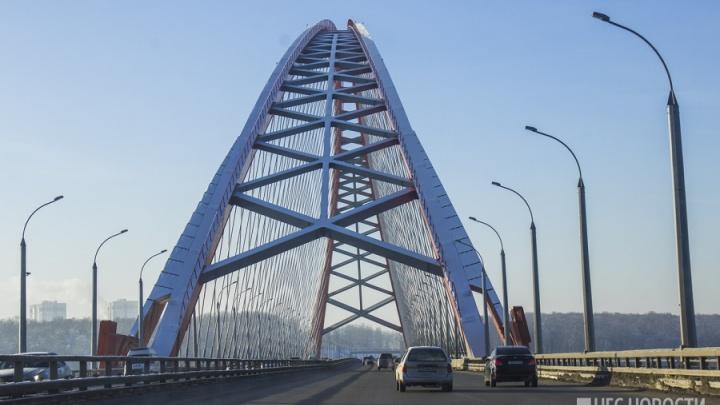 Убийство на Бугринском мосту: полиция ищет «Хонду», которую видели рядом с машиной погибшей