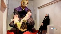Трёхметровый гопник-мутант и пиво. Показываем экспонаты выставки нижегородского художника «Окраина»