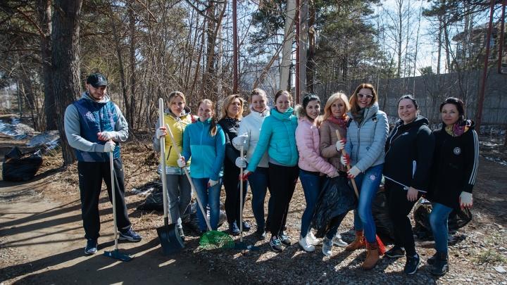 Жители нового микрорайона собрали на субботнике одиннадцать КАМАЗов мусора