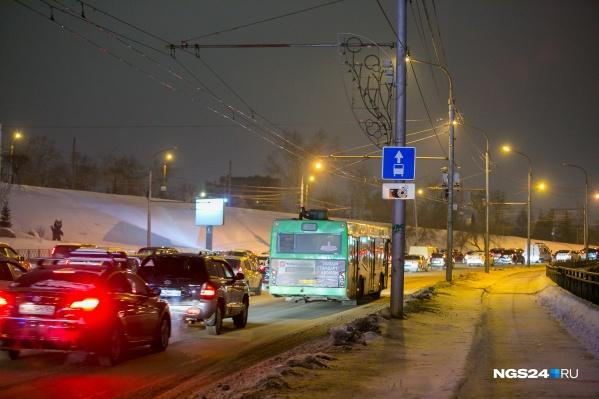 Специалисты оценили утренние пробки в городе на 6 баллов