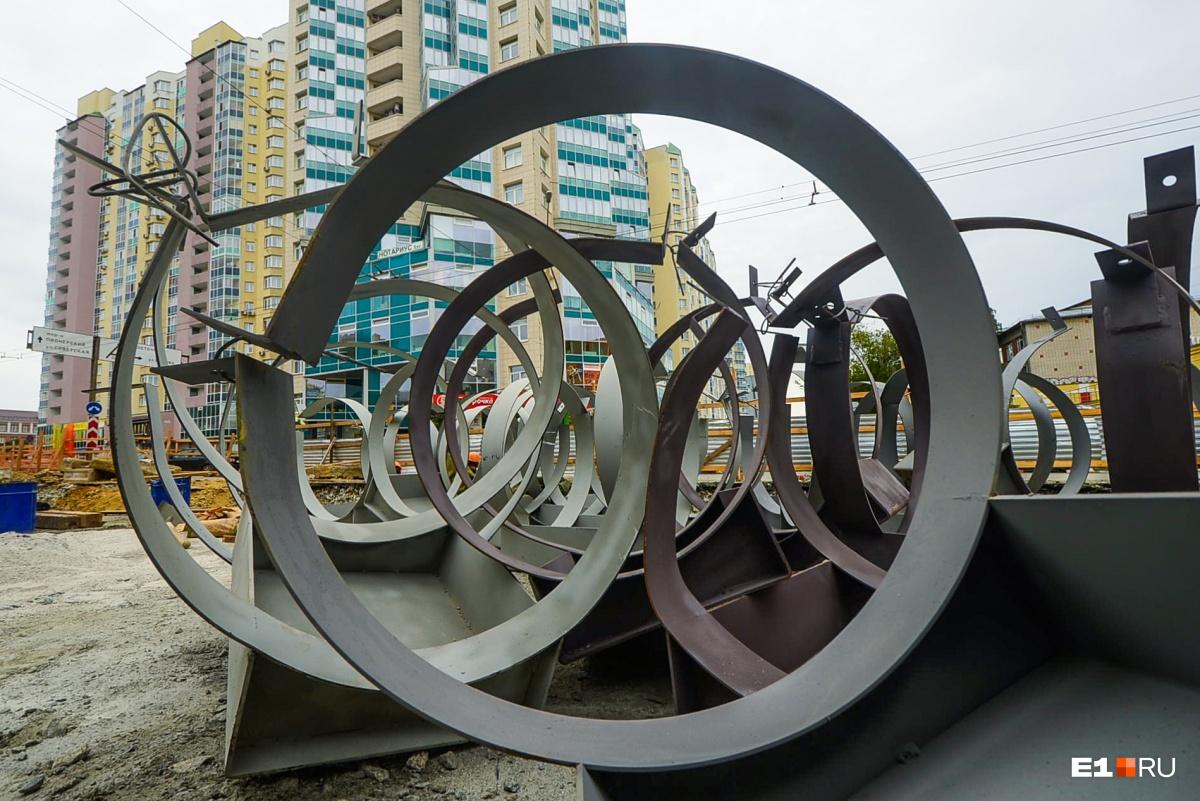 Под перекрестком Шевченко —Луначарского в землю кладут несколько сотен метров новых труб для теплосетей