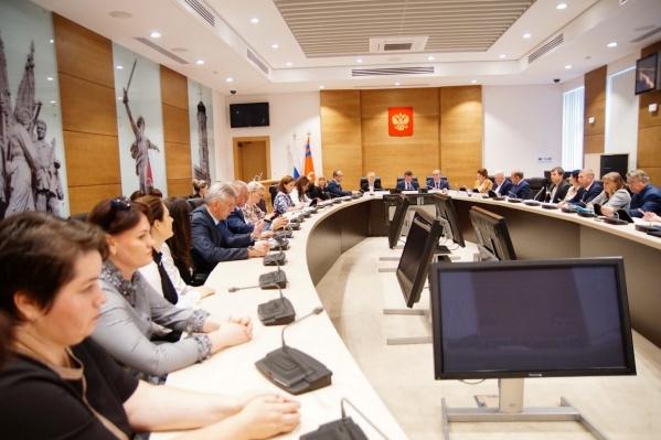 Сельским депутатам придётся писать уведомления Андрею Бочарову о своих покупках