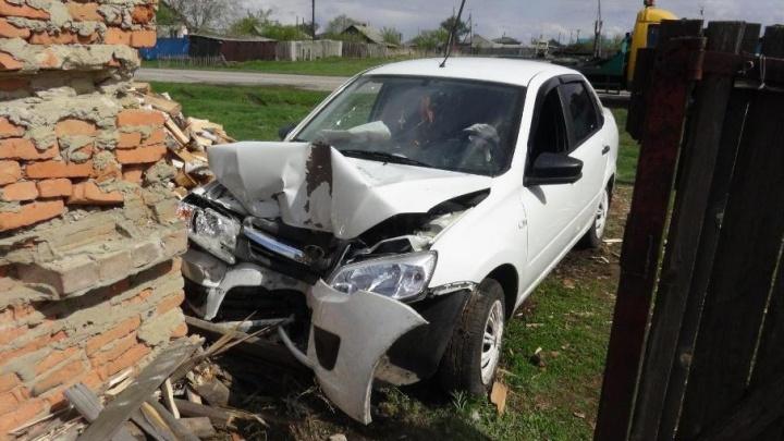 Водитель погиб в Альменевском районе, врезавшись в дом