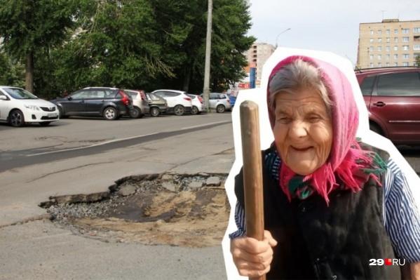 """Депутаты разрешили муниципалитетам тратить 25% от собираемого транспортного налога на ремонт дорог. Может быть, после этого бабушке из деревни Борки не придется в свои 96 лет самой <a href=""""https://29.ru/text/transport/66236875/"""" target=""""_blank"""" class=""""_"""">латать ямы</a>&nbsp;возле дома?"""