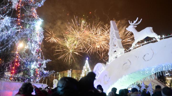 У кого ёлка выше и наряднее: сравниваем ледовый городок Екатеринбурга и других мегаполисов