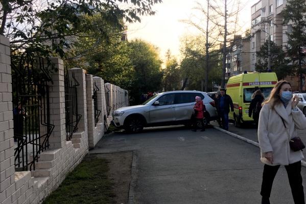 ДТП произошло около лицея №67 на улице Сони Кривой