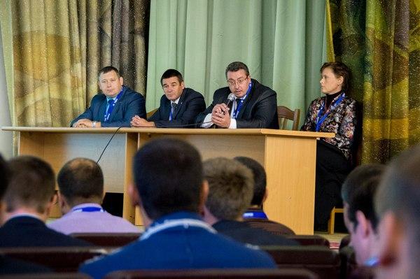 Алексей Жиганин (второй слева) пришёл на НЗХК в этом году