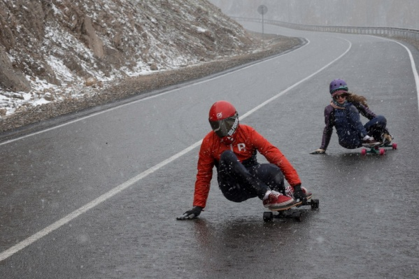 Скейтбордисты из Красноярска уехали готовиться к Олимпиаде на серпантины Алтая