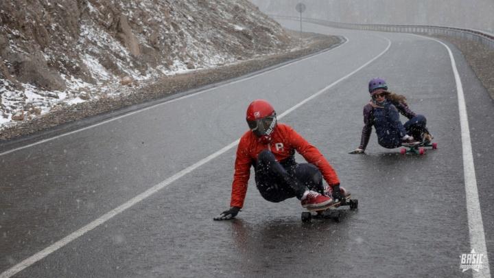 Красноярские скейтбордисты покоряют на досках серпантины Алтая