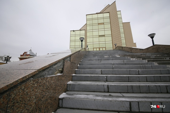 Возле Исторического музея заменят 60 ступенек