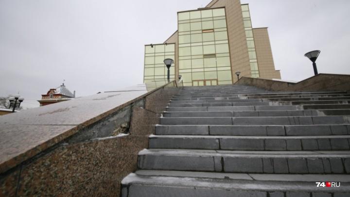 Попытка — не плитка: в Челябинске продлили приём заявок на торги по ремонту площадки главного музея