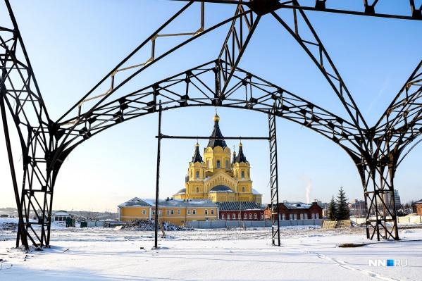 Рядом с бывшими пакгаузами —храм Александра Невского, самый большой в Нижнем Новгороде