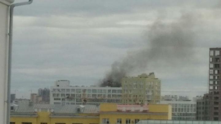 В центре Уфы загорелся 15-этажный дом