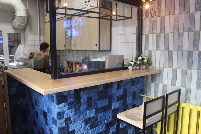 В зале Pastrami bar не больше 10 посадочных мест. Фото Стаса Соколова