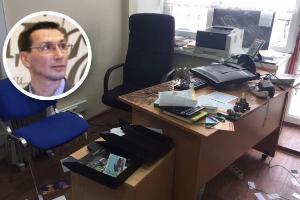 На столегенерального директора Сергея Плахотина лежала записка с угрозой