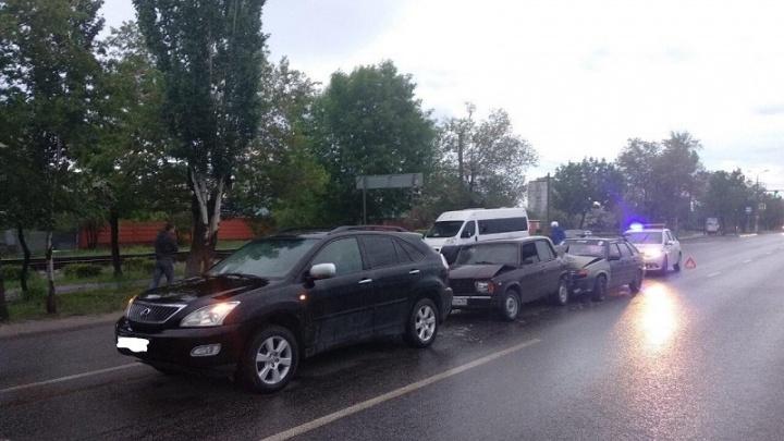 В тройной аварии пострадала женщина в Волгограде